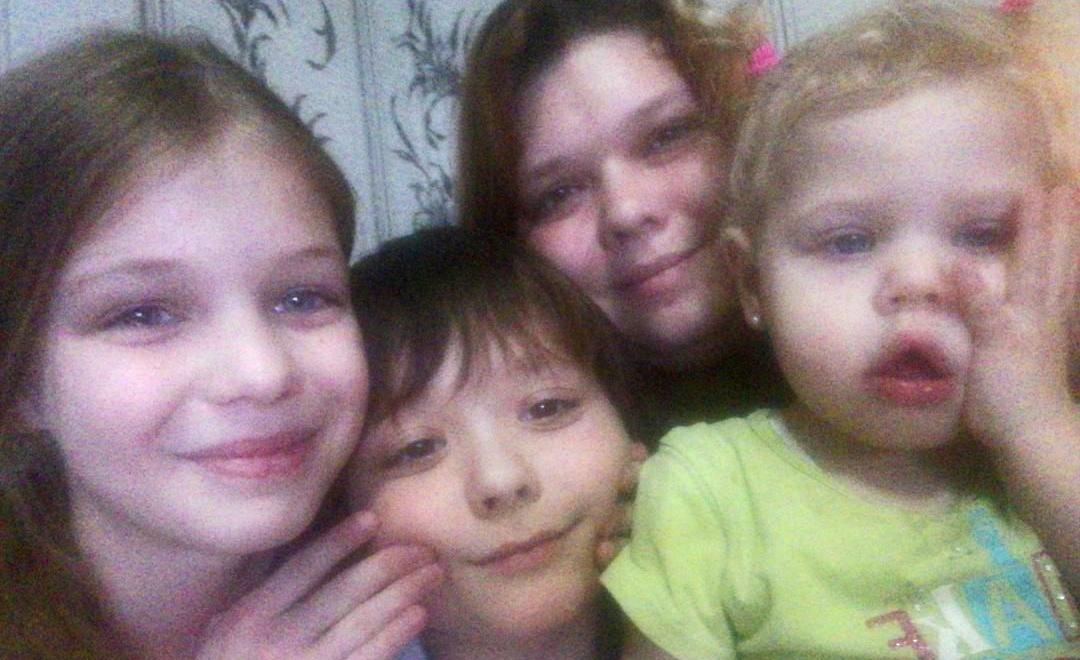 Помощь многодетной семье — кроватка для детей!