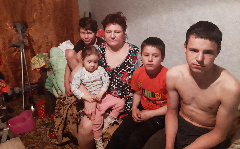 Заставка для - Семья с четырьмя детьми после пожара осталась без крова