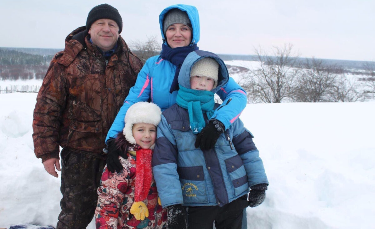 Заставка для - «Проснулись от сильного запаха дыма» - У Многодетной семьи Рыжовых из Нижегородской области сгорел дом