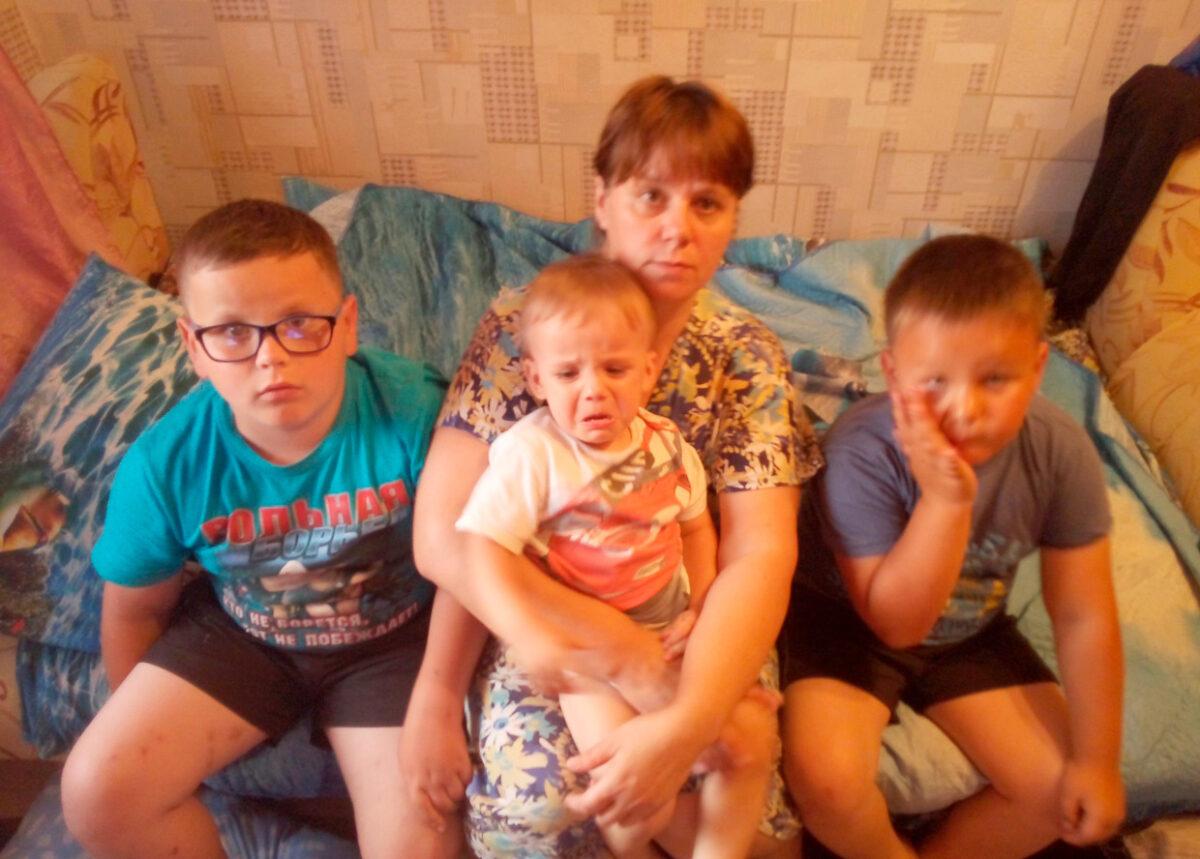 """Заставка для - """"Выбегали босиком"""": Крупный пожар оставил семью с пятью детьми без жилья"""